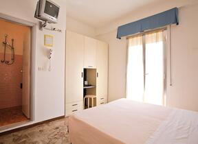 TV  - Two Star Hotel - Torre Pedrera - hotel eugenio