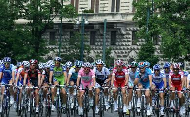 ciclismo-oggi-il-giro-ditalia-parte-da-forla-e-passa-da-faenza