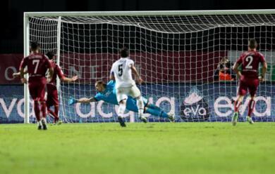 Immagine News - calcio-b-il-cesena-si-fa-rimontare-due-gol-dallentella