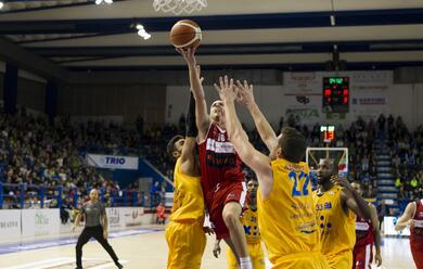 Immagine News - basket-a2-lunieuro-forla-si-arrende-sul-parquet-di-verona