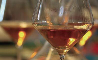vini-bianchi-travestiti-da-rossi.-boom-per-la-vinificazione-sulle-bucce