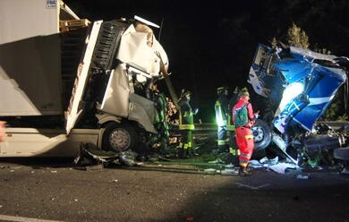 Immagine News - ravenna-frontale-sulla-romea-muoiono-due-camionisti