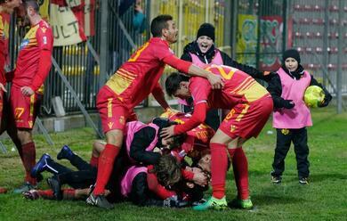 Immagine News - calcio-c-il-ravenna-batte-anche-il-mestre-e-adesso-sogna-i-play-off