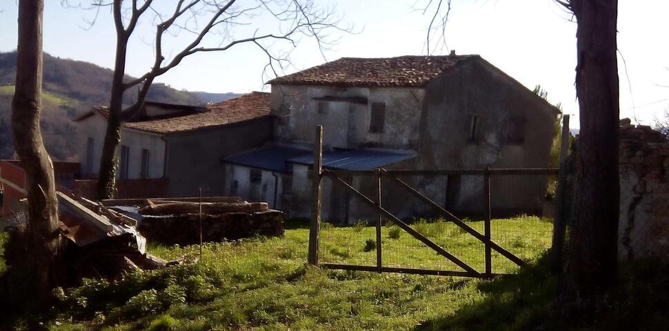 Immagine: VENDESI CASA COLONICA DA RISTRUTTURARE IN ZONA MONTE COLOMBO