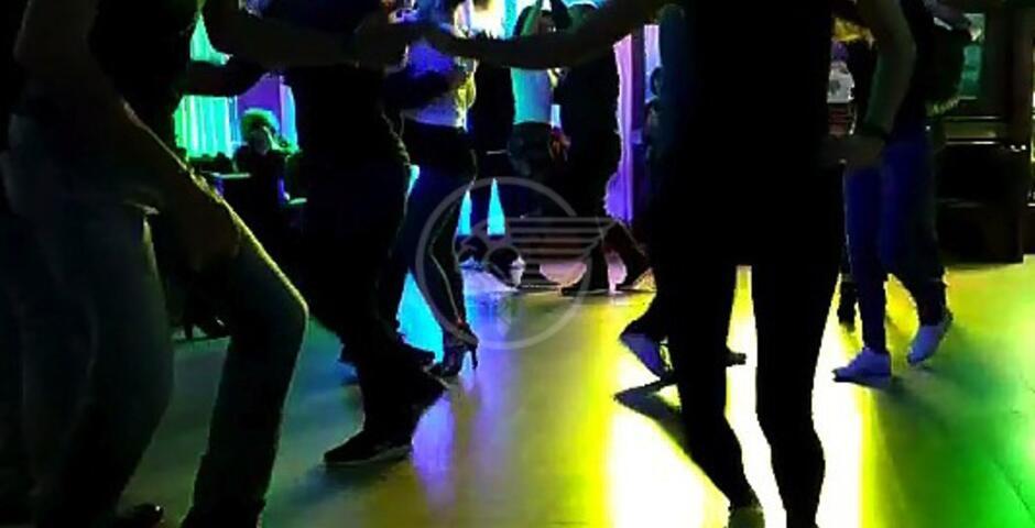 Balli proibiti, denunciato il gestore di un locale di Miramare