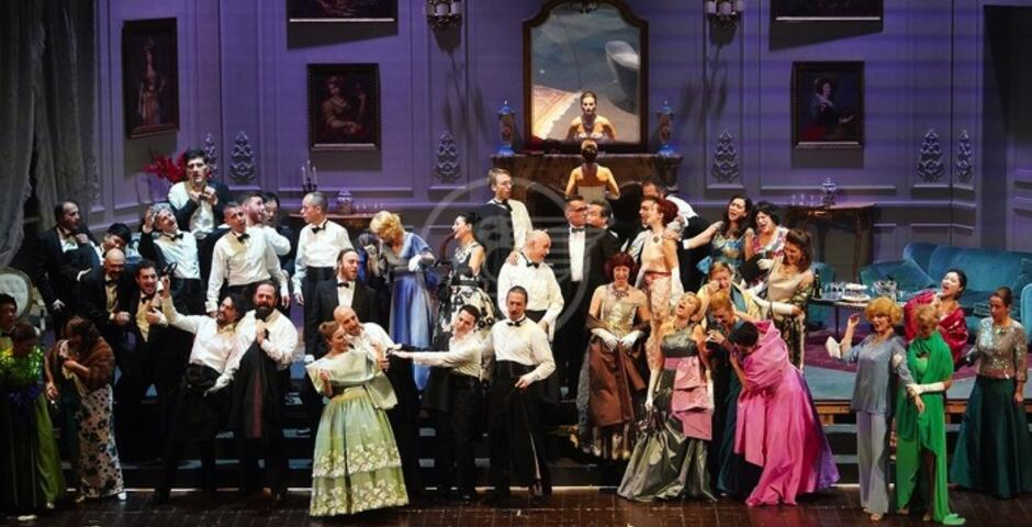 """""""La Traviata"""" di Giuseppe Verdi al Teatro Galli"""