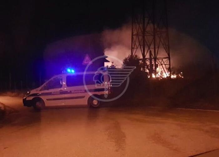 Furioso incendio nella notte a San Martino in Riparotta