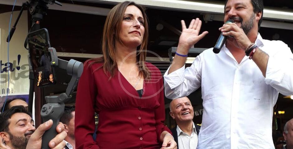 Salvini arringa la folla e lancia la Borgonzoni governatore