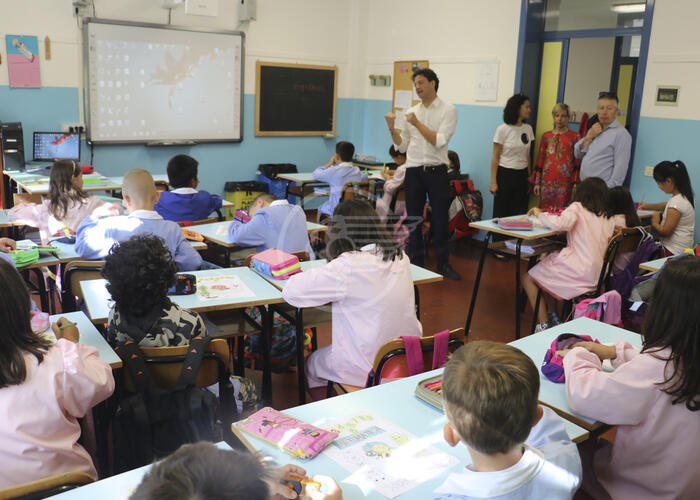Primo giorno di scuola per quasi 25mila studenti