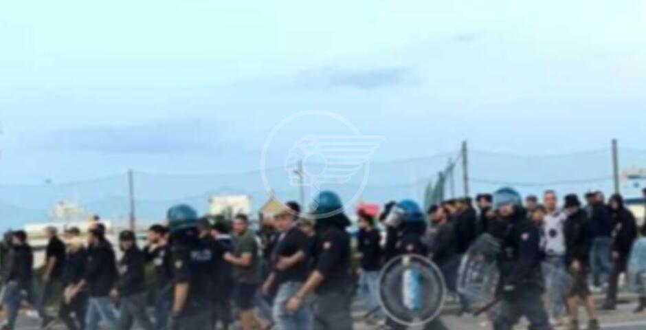 Post Derby teso con agenti antisommossa.