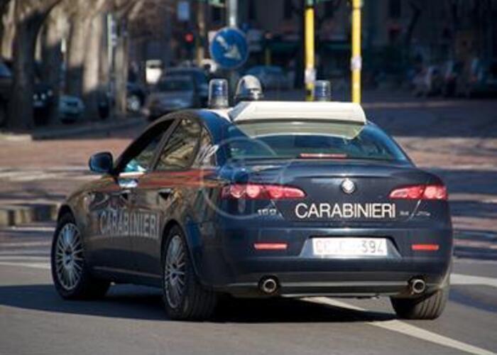 I carabinieri salvano una 25enne sui binari