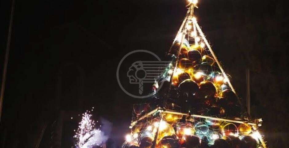 """L'albero di Natale si chiama """"Cantiere Aperto"""""""