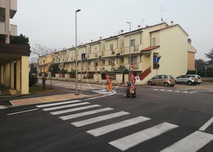 Via Alessandrini a senso unico e con sosta regolamentata