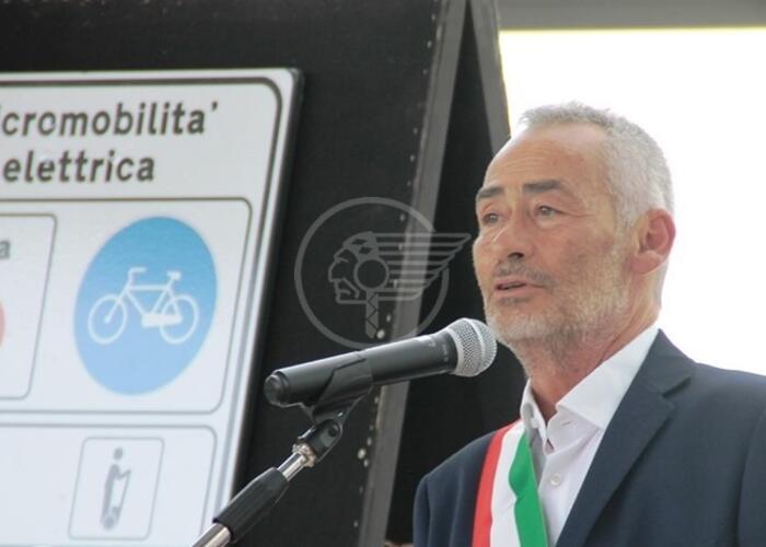 Tagliate le gomme all'auto del sindaco Gennari