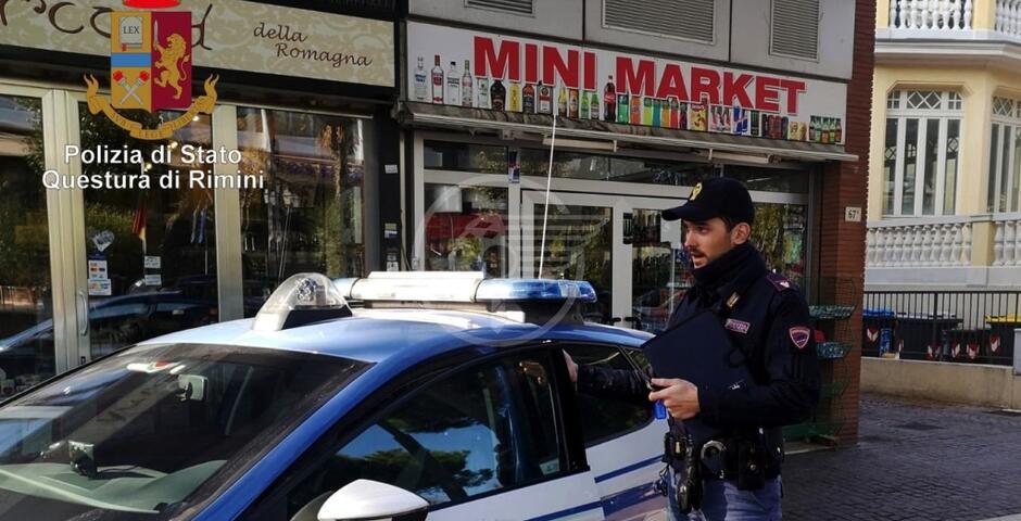 Minimarket vende merce scaduta, sequestri della Polizia