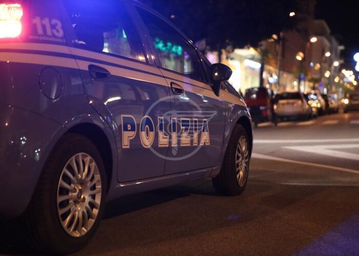 Tenta di rubare nelle auto in sosta e finisce nei guai