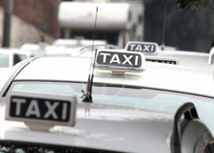 Taxi e auto a noleggio per consegne a domicilio senza tassametro