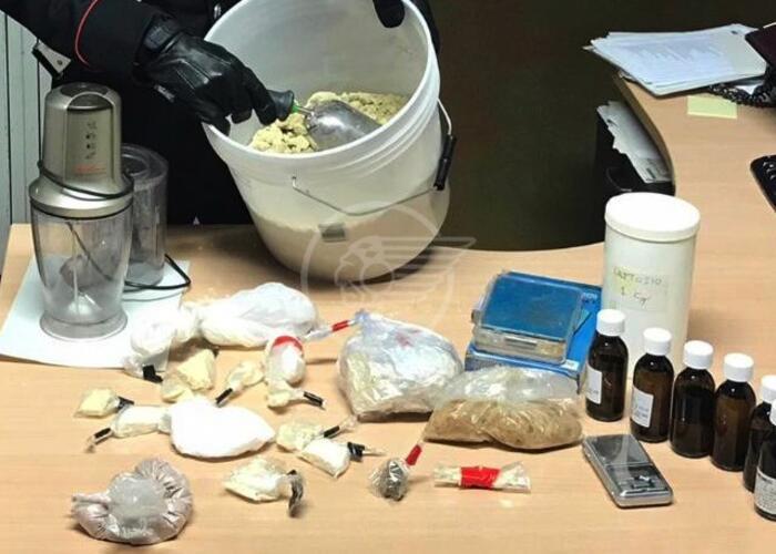 Sorpreso con la droga, tenta la fuga: 20enne nei guai