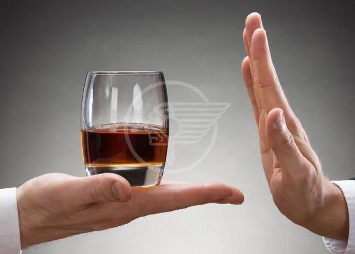 Dalle ore 19 alle 7 vendita vietata di bevande alcoliche e superalcoliche