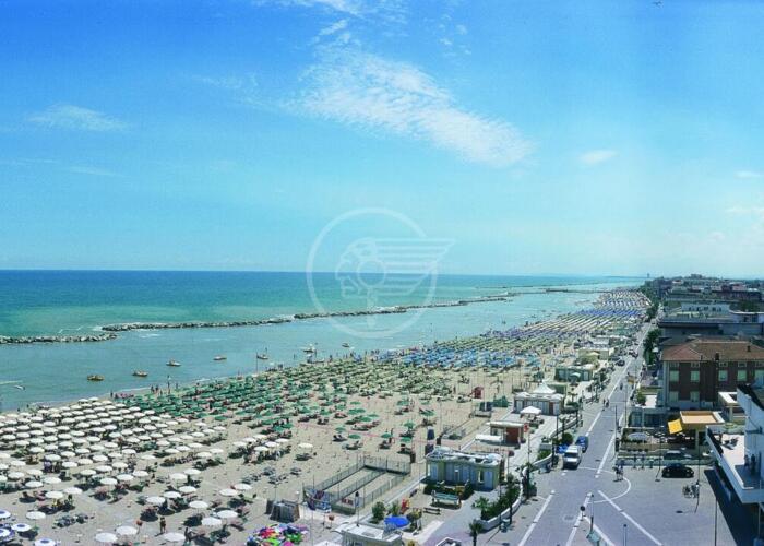 Spiagge fruibili: attrezzature fino alle 20,30, accessi fino all'1