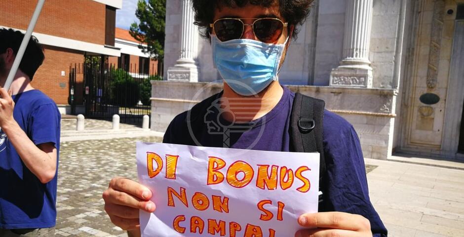 La protesta e le richieste degli stagionali del Riminese