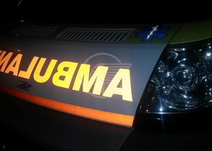 Medico ubriaco si schianta in monopattino contro l'ambulanza