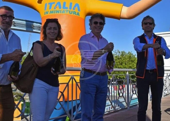 Cin Cin d'apertura con il sindaco a Italia in Miniatura