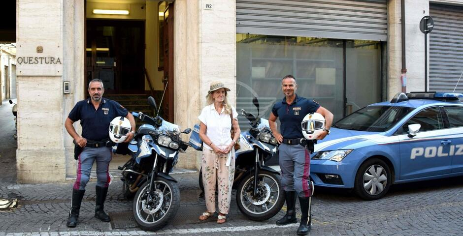 Coppia rom deruba sull'11 una turista: arrestati entrambi