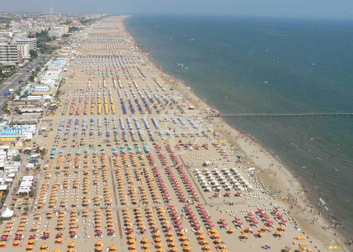 Presenze turistiche più che dimezzate nei primi 5 mesi dell'anno