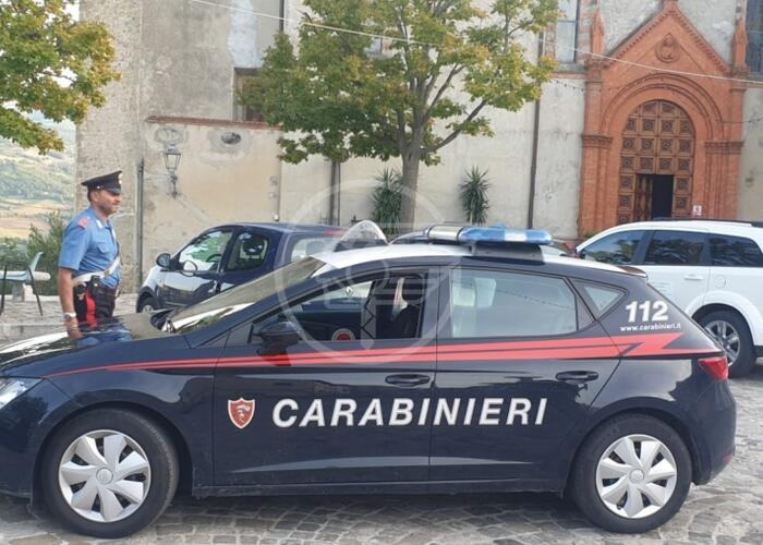 Ruba 400 euro dalla cassa del bar: 50enne denunciata