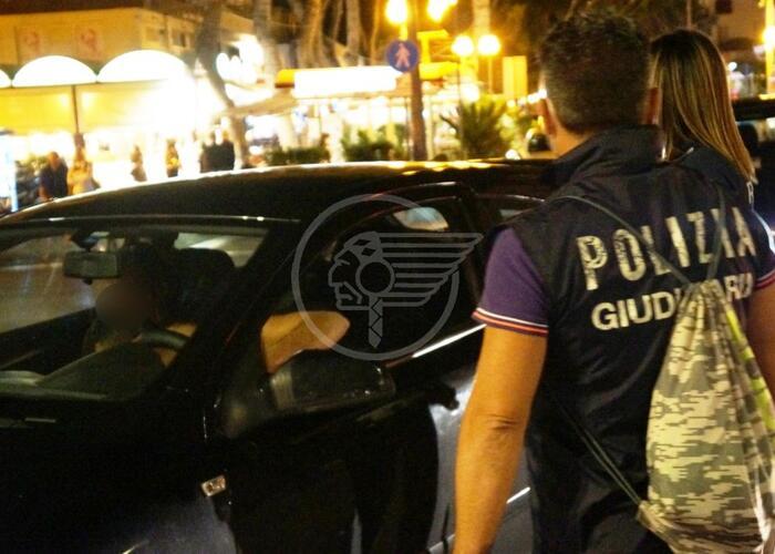 """Sorpassa la fila di auto: """"Mamma è in ospedale"""". Falso, 10mila euro di multa"""