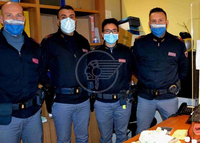Festa con overdose, i 5 sono stati arrestati e messi in cella. La ricostruzione