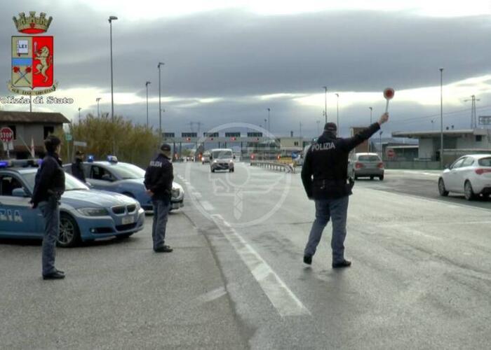 Oltre 100 infrazioni contestate dalla Polizia Stradale a 71 Tir