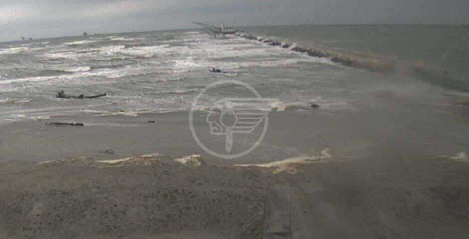 Raffiche di vento spazzano la Riviera: a Torre Pedrera raggiunti i 95 km/h