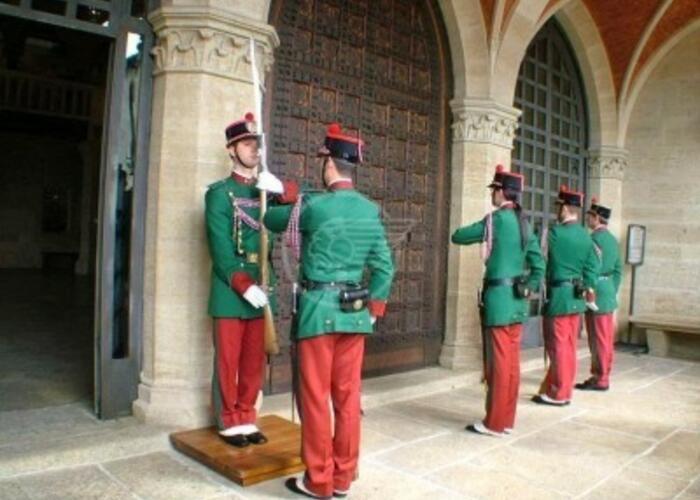 Portafoglio rubato durante la messa: la Guardia di Rocca rintraccia le due ladre