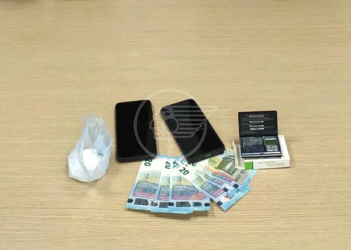 Spaccio di marijuana e cocaina: la Polizia arresta un giovane albanese