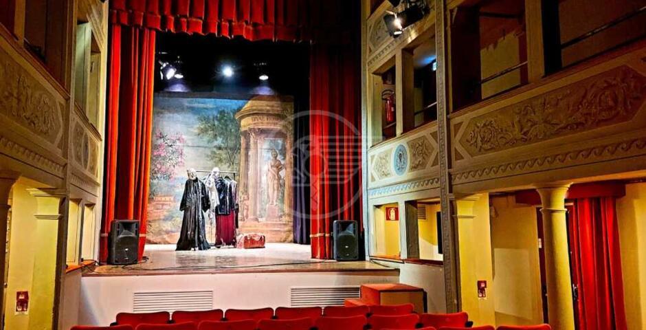 """Il teatro Massari si illumina aderendo all'iniziativa di """"UNITA"""""""