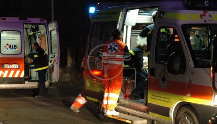 Scooter contro auto in via Montescudo: 26enne grave al Bufalini