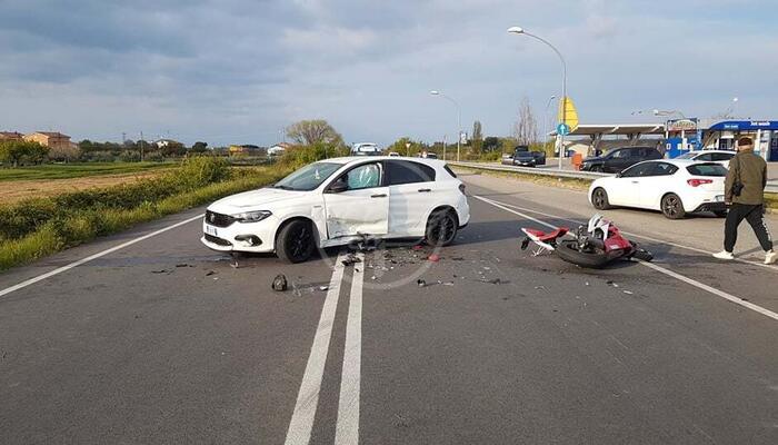 """Auto contro moto sulla """"Saludecese"""": grave a Cesena un centauro 28enne"""