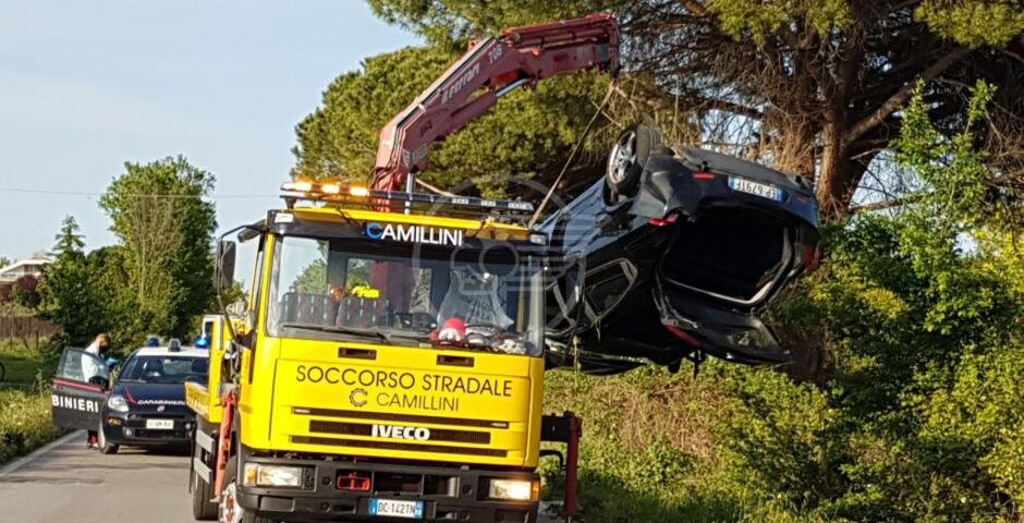 Si ribalta con l'auto sulla Riccione-Tavoleto: grave il conducente, intervenuta l'eliambulanza