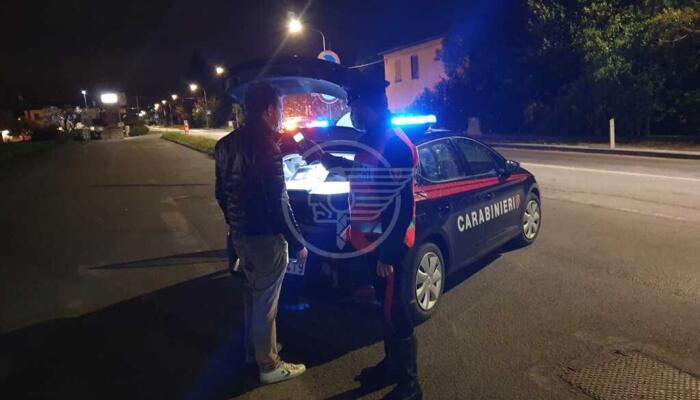 Ubriaco andava in scooter a zig zag: fermato e denunciato dai carabinieri