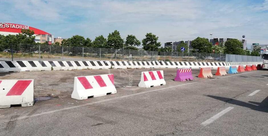 45 barriere new jersey in cemento posizionate in alcune aree del territorio comunale