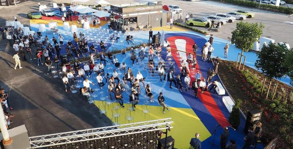 Inaugurata MWC Square, la grande piazza della Riders' Land