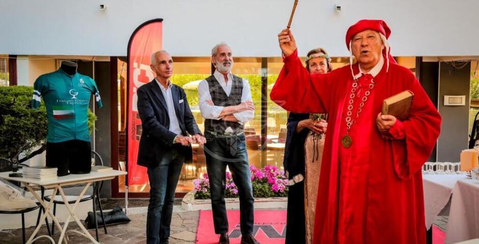 Italian Gravel Trophy 2021, a Gabicce Mare anche Dante sale in bicicletta
