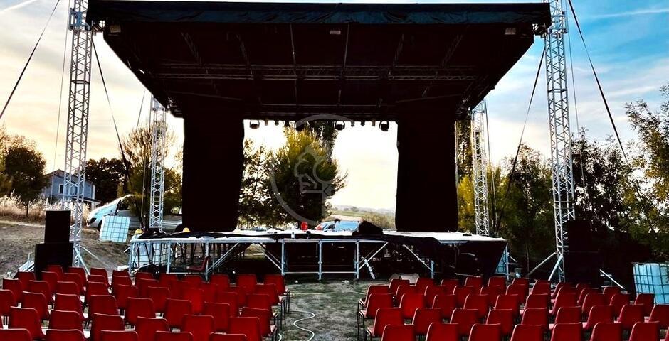 Inaugura il 30 giugno con il cabaret l'Arena all'aperto del Lago di Montecolombo