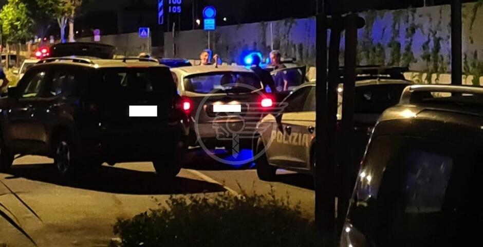 Inseguimento a Viserbella, poi i fuggitivi si schiantano braccati dalla Polizia