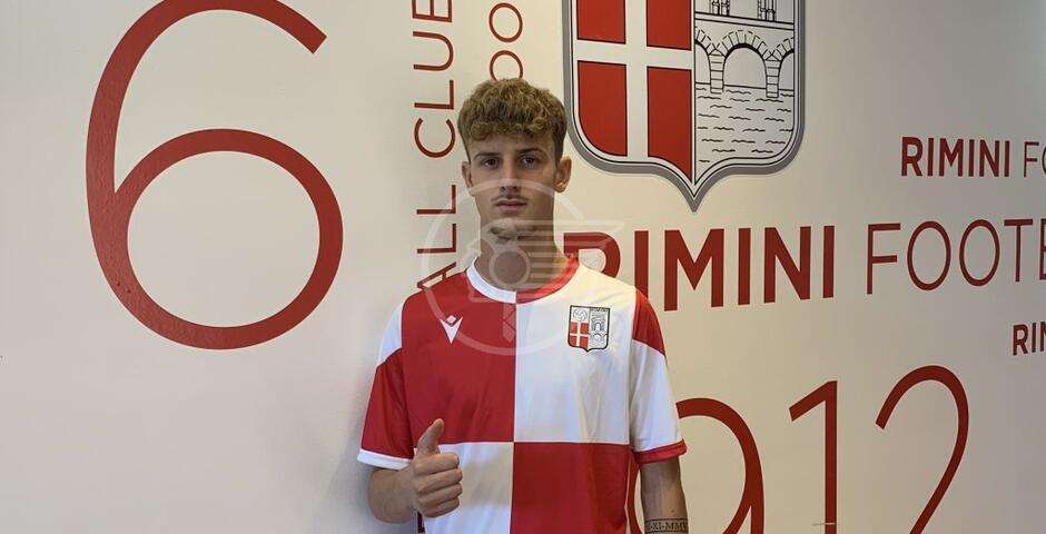 In biancorosso anche il difensore Lo Duca, arriva dal Catania (Lega Pro)