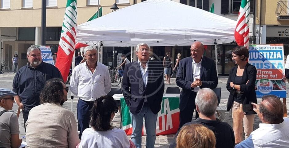 Dopo Salvini, anche Tajani (Forza Italia) in piazza per sostenere Ceccarelli