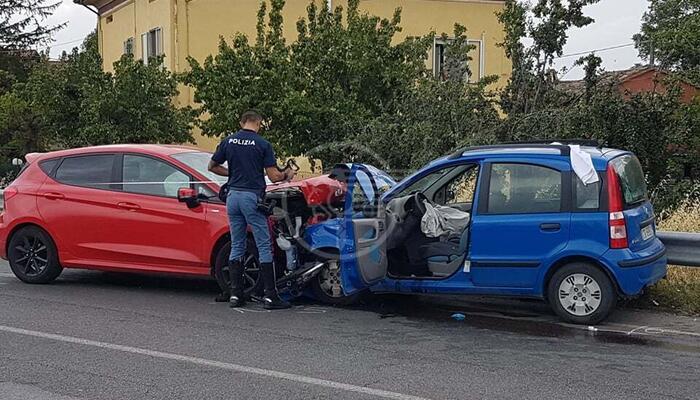 Frontale sulla via Montalbano: una donna in eliambulanza all'ospedale Bufalini