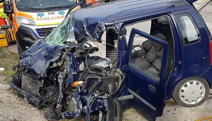 Utilitaria contro camion movimento terra: gravissimo il conducente dell'auto